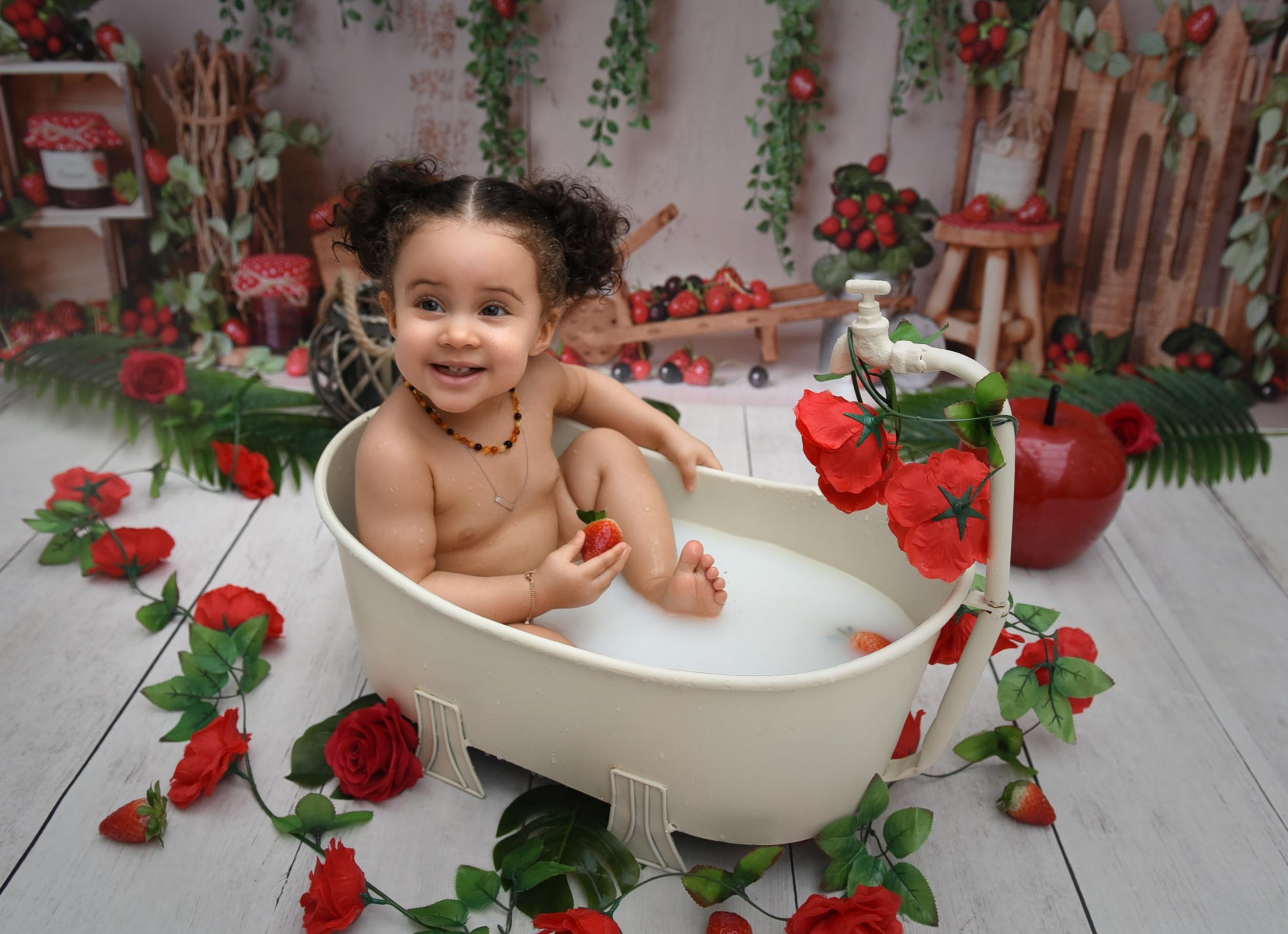 Photographe-bébé-bain-de-lait